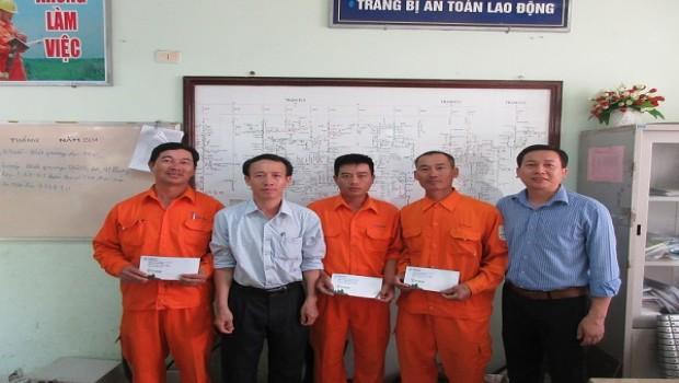 dien-luc-thanh-khe-khen-thuong-cac-ca-nhan-co-sang-kien-trong-quy-i2016